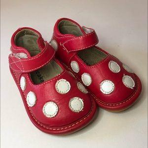 Laniecakes squeaky shoes